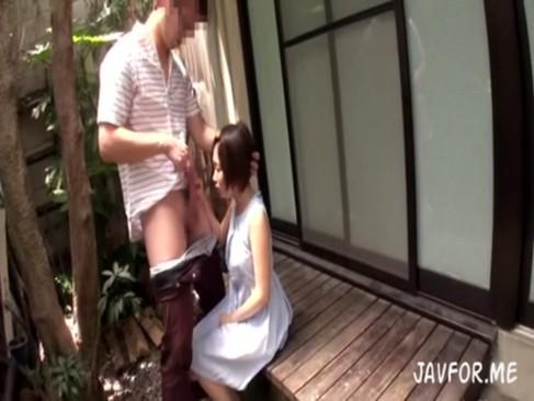 純真な小学生の姪っ子にフェラを教え込む鬼畜叔父さん