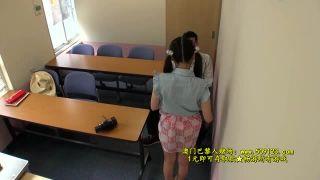塾の先生に迫られて拒めなかったJCが着衣のままハメられちゃう